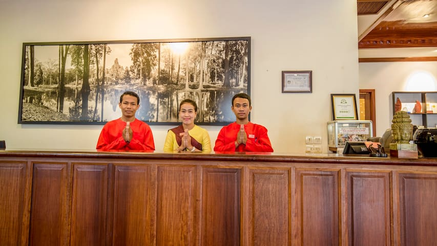Front Desk Warm Welcome