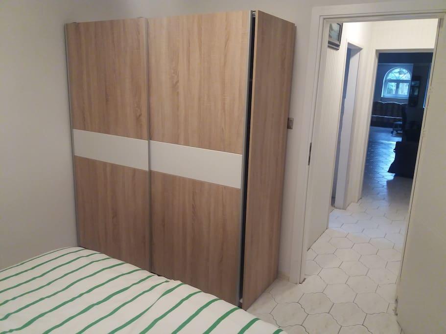 Wide cupboard for your clothes / szeroka szafa