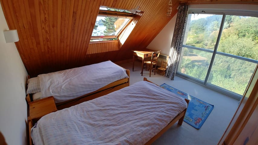 Room 4 first floor, beds 2x90cm / Chambre 4 1er étage, lits 2x90cm