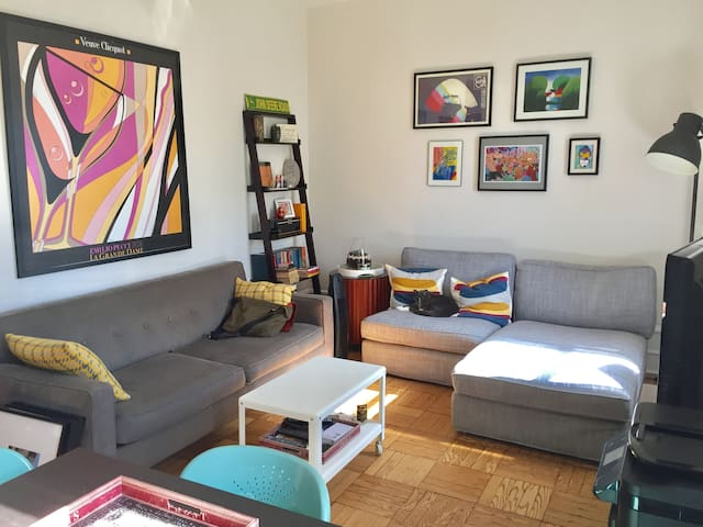Huge Private Bedroom, Patio, + 20min to Midtown