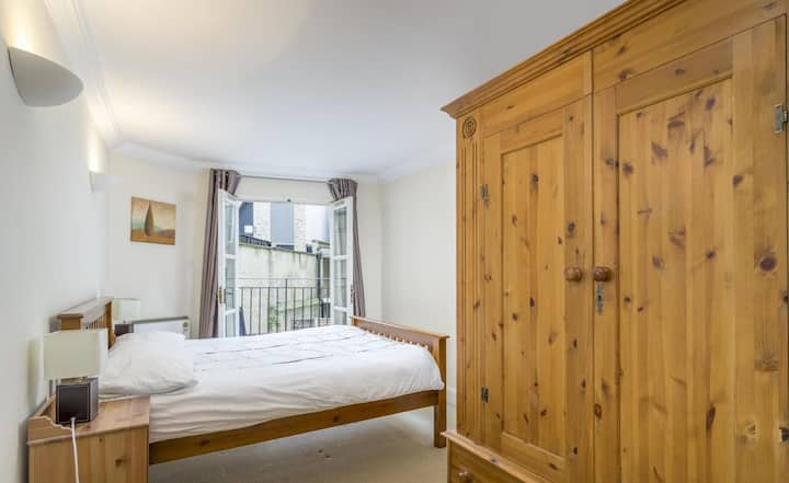 Old St. Simple, comfy double, 2 mins from tube