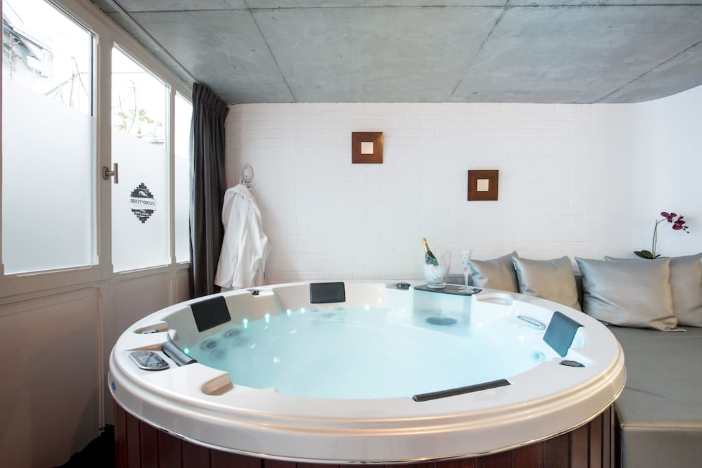 suite avec spa jacuzzi privatif 1 bed and breakfasts zur miete in lille nord frankreich. Black Bedroom Furniture Sets. Home Design Ideas