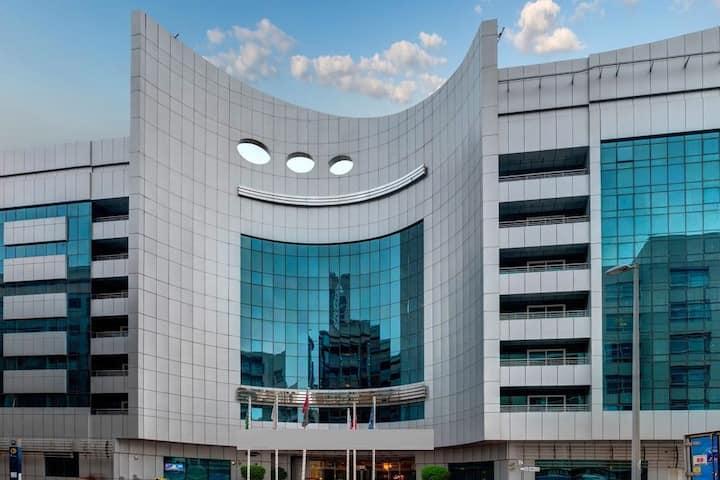 4 Stars Hotel Room opposite Mashreq Bank Metro