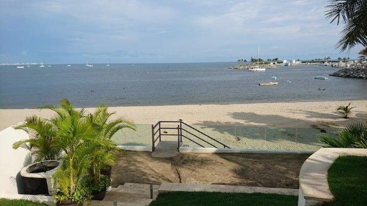 Hermoso departamento frente al mar