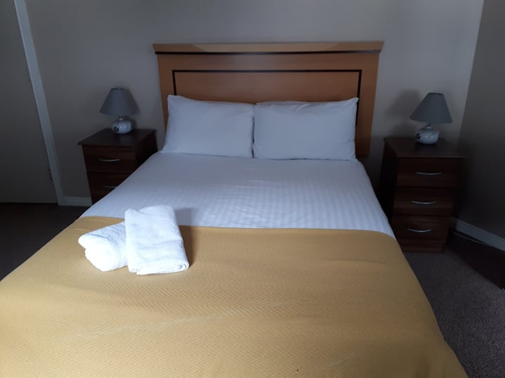Double ensuite Room minutes from Derry City Centre