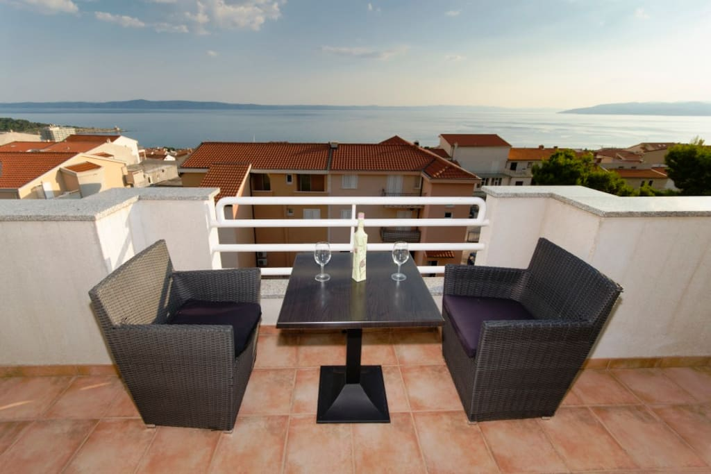 The comfortable apartment Olgica provides accommodation for 4 persons. The apartment has two floors. It has one bedroom, spacious living room, kitchen and bathroom. The apartment is a beautiful terrace with a beautiful sea view.