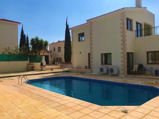 Large 4 Bedroom Villa in Secret Valley - Paphos.