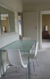 SingleBedroom, easy walk to Supermarket&Restaurant - Whanganui - Appartement
