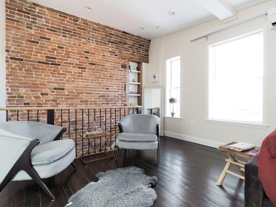 Sitting area and yes hardwood floors