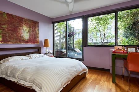 5th Ave Duplex Top Floor Private BR, Bath & Garden - New York - Apartment