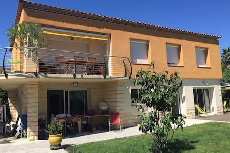 appartement avec jardin et piscine - Lunel - Huoneisto