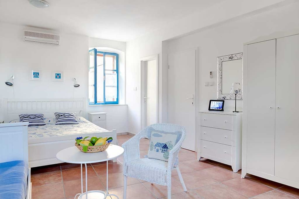 Sunny, bright and spacious studio consists of integrated sleeping, lounge and dining area.