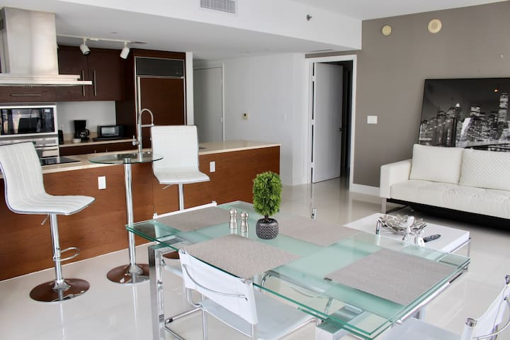 Spectacular 2 Bedroom Suite at ICON Brickell W!