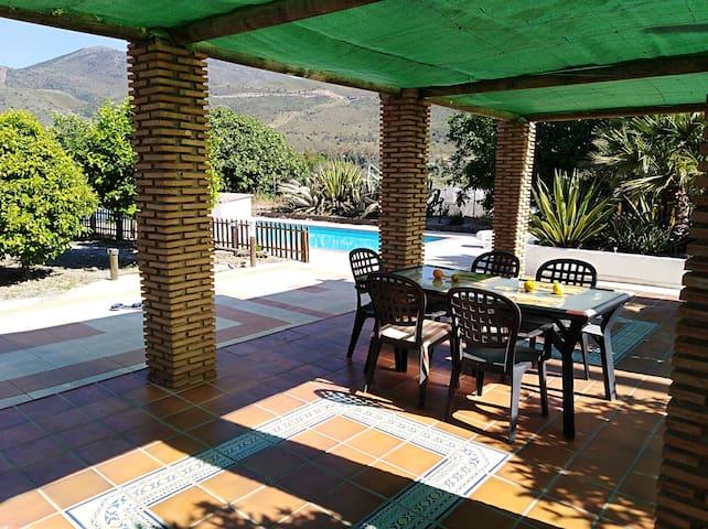 Villa andalouse avec piscine à 40km de Grenade
