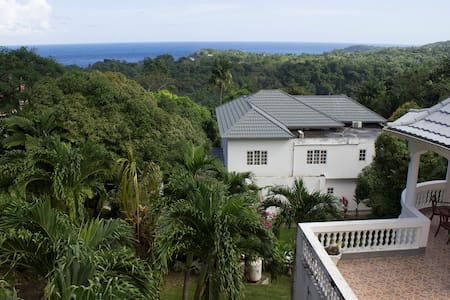 King size bedroom - Sea view & Private balcony - Port Antonio