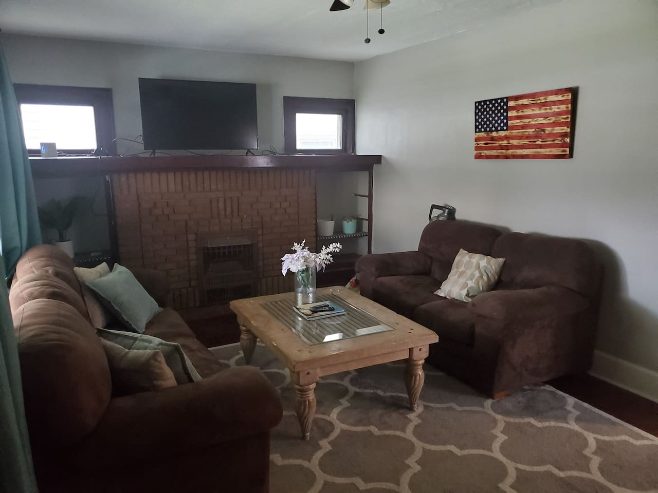 Spacious Living room with 55in smart tv