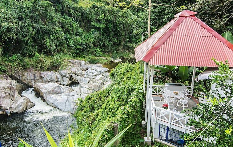 Cabaña Blanca frente al río, Villa Clara,  2 pers.
