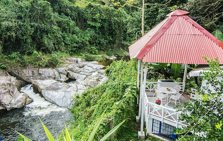 Villa Clara: Cabaña Blanca, 2 pers, frente a rio - Los Cacaos - Cabin