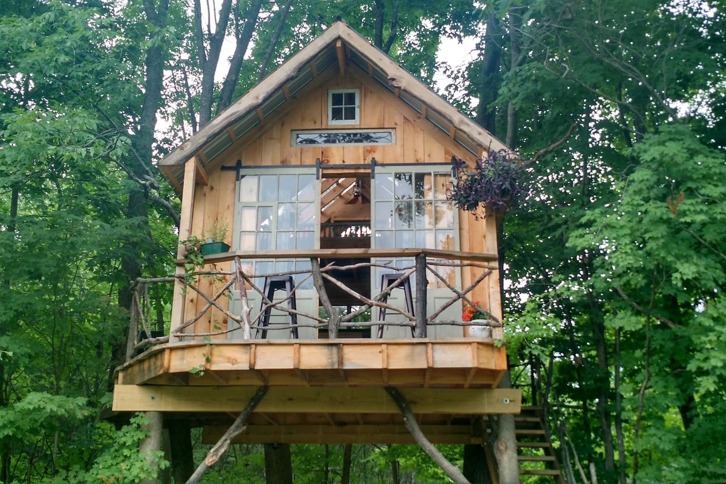 whispering wind treehouse treehouses for rent in argyle new