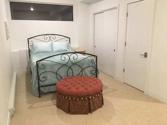 3rd bedroom with private entrance