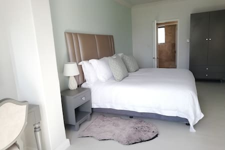 Our superior bedroom is our only room that offers a spacious bathtub for you to peacefully enjoy relaxation. This superior room offers great sea views. A full bathroom, including a luxurious bathtub.