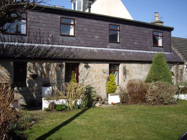 Spacious family, disabled and pet friendly cottage - Nairn - House