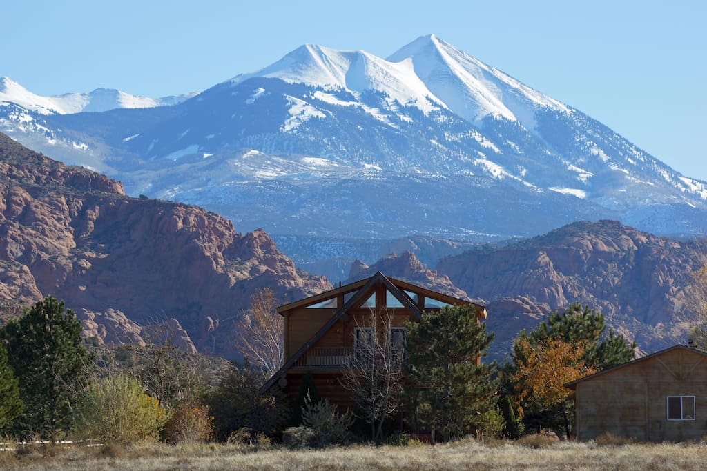 La Sal Mountains and red rock cliffs behind Sendero.