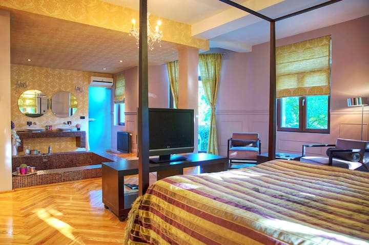 Luxury Baldaquin  suite.
