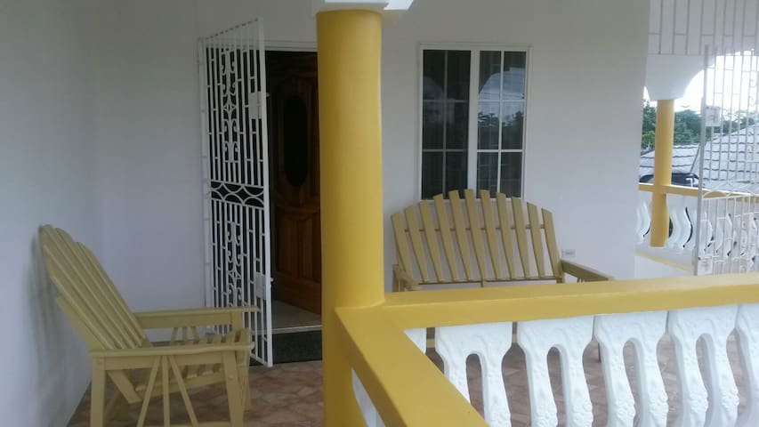 Safe cozy home in Jamaica and Tours - Fairy Hill - Rumah