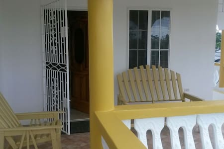 Safe cozy home in Jamaica and Tours - Fairy Hill - Casa