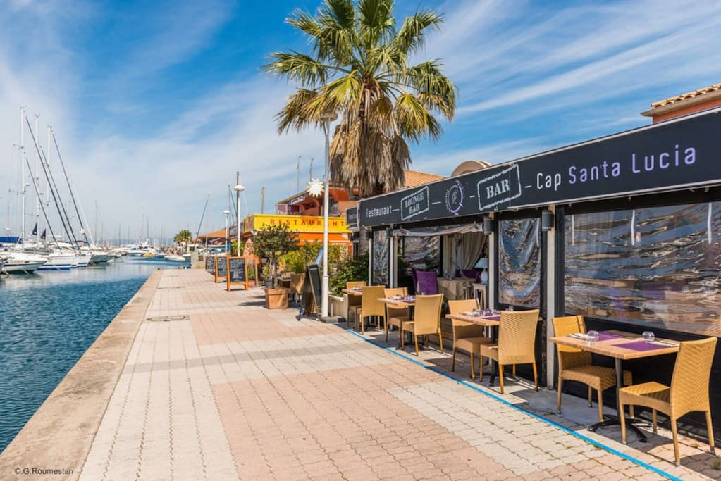 Restaurants tout le long port de Santa Lucia