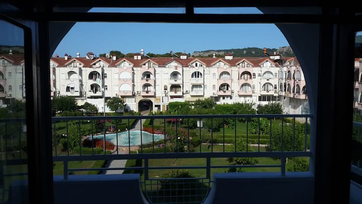Пятикомнатная двухъярусная квартира рядом с морем