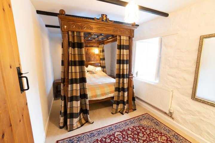 Golwg-yr-Afon, a Traditional Welsh Cottage