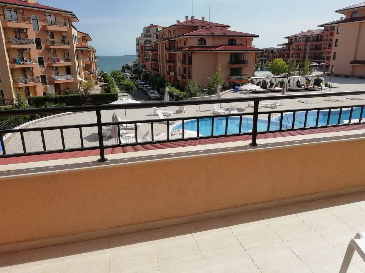 Вид с балкона (18 метров балкон )на море