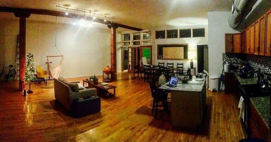 Private bedroom in MaiTri loft - Chicago - Loft