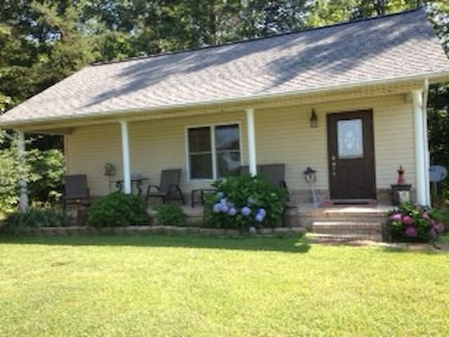 Country Cottage: 2 Bedroom, 1 Bath