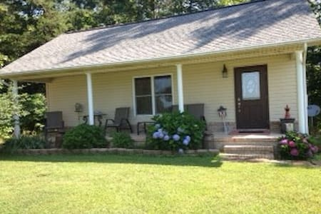Country Cottage: 2 Bedroom, 1 Bath - Pikeville - Bungalov