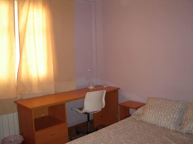 habitación 3 en piso compartido SOLO CHICAS DR 38