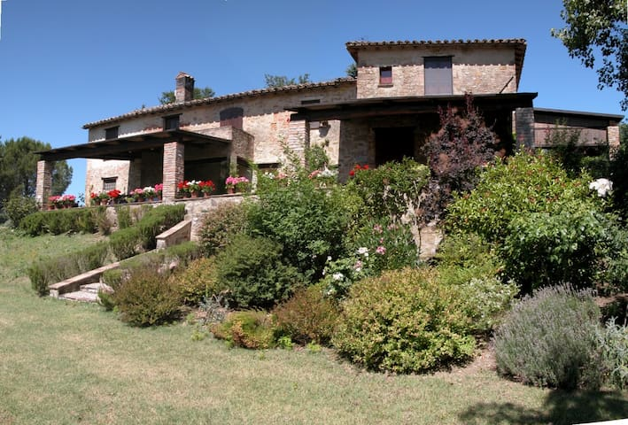 """""""Villa Colpatassino"""" Luxury Umbrian Villa for 4/6"""