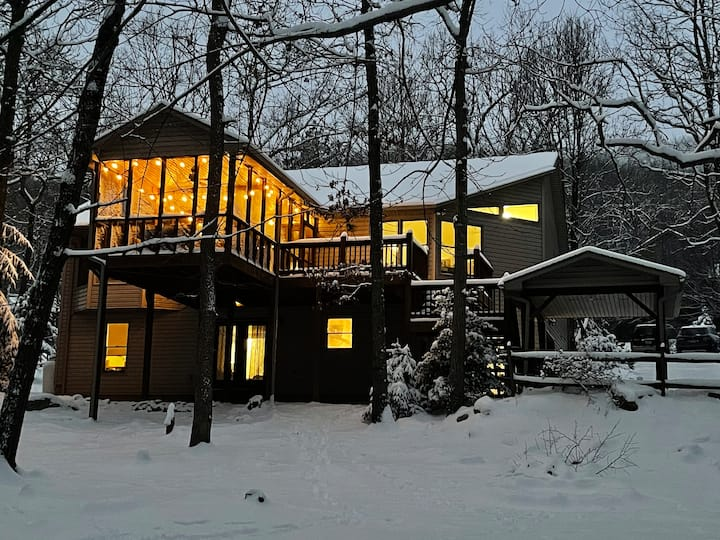Top of the Mountain Close to Activities; Sleeps 10
