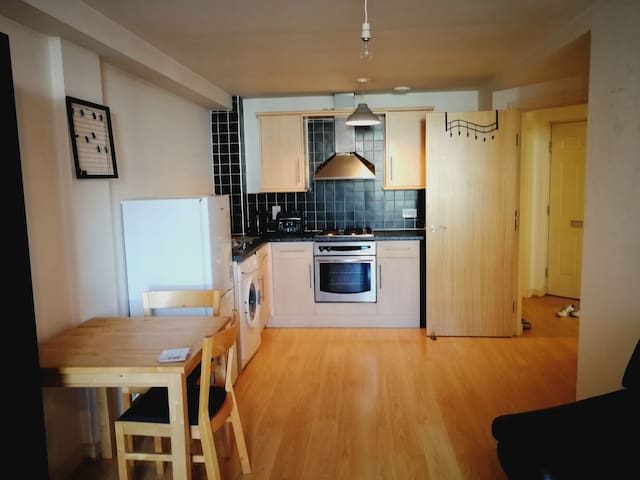 Double Bedroom in Liverpool City Center (own bath)