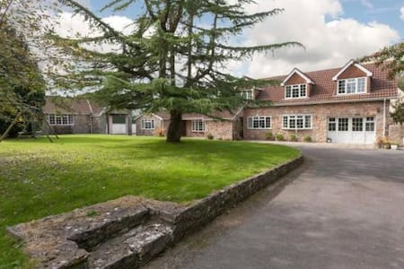Family House with Playroom & Cinema / Games Room - North Somerset