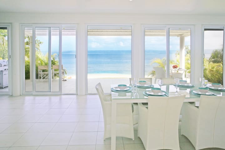 20 Dream Cove - Beachfront holiday home