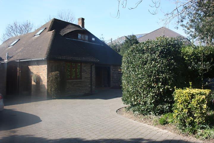 Alnwick Lodge Guest House - Uxbridge - Bed & Breakfast