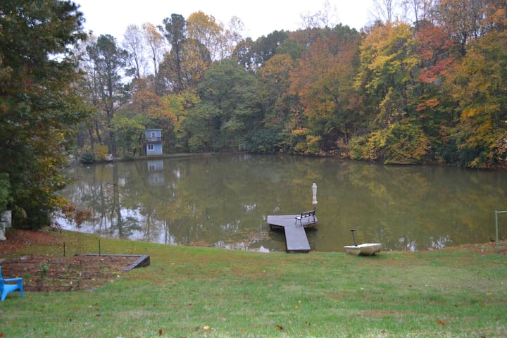 Spacious waterfront apartment on Hickory Pond