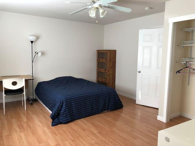 Master Bedroom near T-mobile in Bellevue-upstairs
