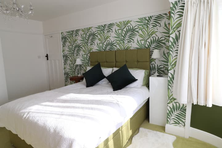 Whitby B&B with parking and continental breakfast