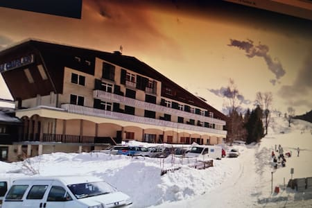 Grand studio meublé bord des pistes de ski (28m2)