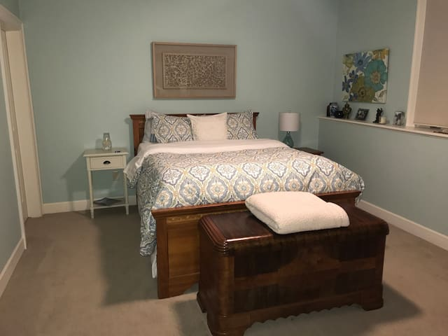 Queen bed, Pottery Barn linens, down pillows, sound machine...
