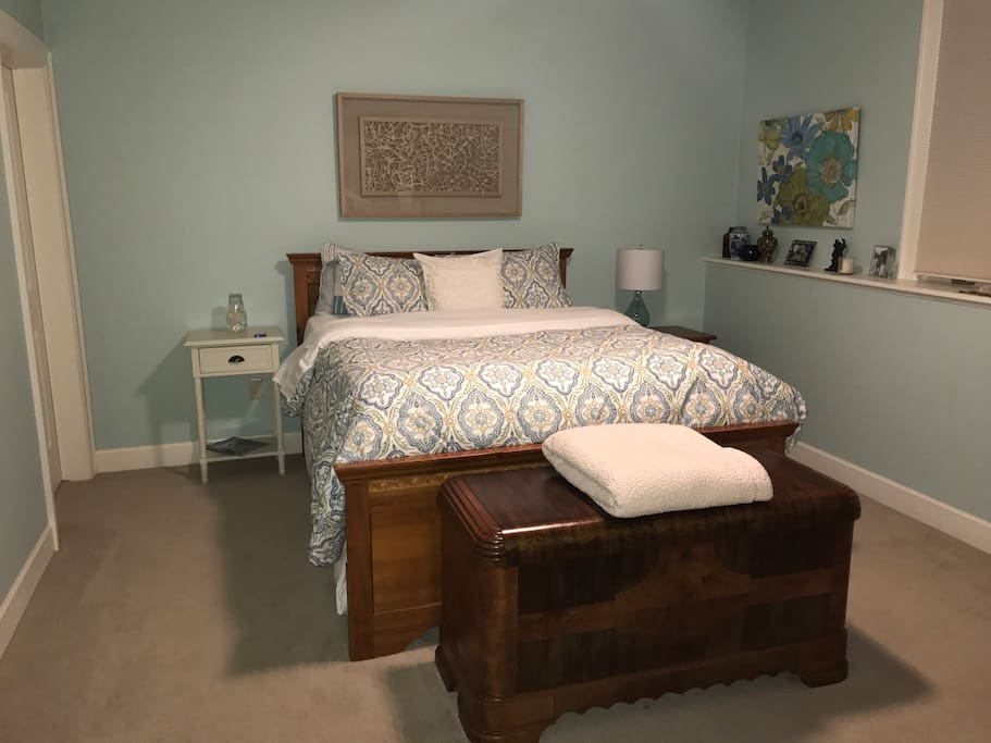Queen bed, Pottery Barn linens, down pillows.